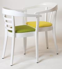 Klassische Form in frischer Optik: Die Stühle Konntor (links) und Konzept