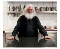 """""""Richtige Großküchenplanung heißt nicht zuletzt, mit hochwertigen und leistungsfähigen Geräten zu arbeiten"""", sagt der als """"Küchenpapst"""" bekannte Wolfgang Eibach, der seit 1982 mit Echtermann zusammenarbeitet."""