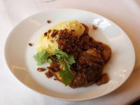 Hervorragend: BBQ-Rind mit Kartoffel-Apfelmousseline und Spitzkohl