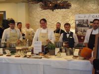 Die Köche des Nachmittags, u.a Tillmann Hahn (vierter von rechts) und auch mit dabei Barkeeper Christian Kerber (zweiter von rechts)