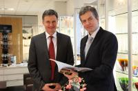 Freuen sich auf die Messebesucher: die Geschäftsführer Rudolf und Martin Lacher