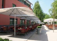 Südliches Flair vermitteln die neuen Schirme Piazza SUNRAIN von Leiner — es gibt sie in vier verschiedenen Größen / Bildquelle: Leiner GmbH