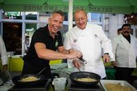 Alfons Schuhbeck und Frank Staiger in der Salatbar LITTLE GREEN RABBIT in Berlin-Mitte überraschen die Gäste mit Trüffelpasta / Foto: Christian Kielmann