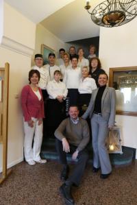 Das humorige Team vom Hotel Lüttje Burg