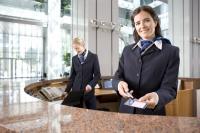 MEWA Businesskleidung präsentiert sich Servicepersonal jederzeit in Topform