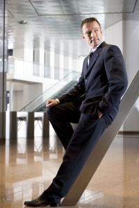 MEWA Businesskleidung: Für die Herren stehen Anzug und Weste sowie Kombinationen aus Blazer, Sakko und Hose zur Auswahl