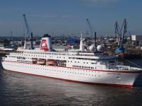 Das Traumschiff 'MS Deutschland im Hamburger Hafen 2012 / Beide Fotos: Copyright © Sascha Brenning - Hotelier.de