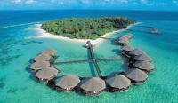 Die Malediven-Insel Baros ist ein tropisches Paradies und bietet alle Voraussetzungen für einen komfortablen Urlaub. Die Einzel-Stelzenbungalows haben einen direkten Zugang zum Wasser. (Foto: TUI)