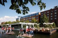 Teamgeist und Spaß: Floß bauen und fahren beim Mercure Hotel Hamburg City