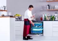 """Alles sauber: """"Brilliant"""" heißt einer der neuen Frischwasserspüler von Miele Professional, der während der """"Internorga 2014"""" präsentiert wird. Dieses Modell ist der weltweit erste Spezialspüler mit Frischwassersystem für Gläser und Besteck."""