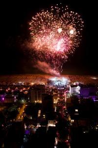 Rosafarbenes Feuerwerk in der Notte Rosa, Bildquelle FTI-Unternehmenskommunikation