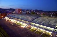 Das Design Center Linz ermöglicht mit seinem ansprechenden gewölbten Glasdach Tagungen und Events bei Tageslicht / © Design Center