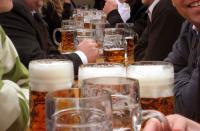 Das liebt der Gastronom: Volle Tische wie hier im Bierzelt in Bayern