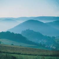 Panoramablick auf die Berge Lauensteins