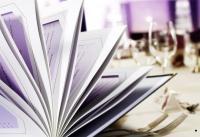 Fluhrer Karte im Passepartout-System (die Angebotsseiten werden beidseitig von oben in hochwertige Passepartouts eingeschoben) - der Klassiker für Speisen- & Weine - perfekt zum Ambiente des gedeckten Tisches, Bildquelle Fluhrer