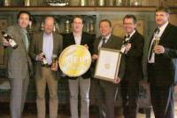 (v.l.n.r.) Frank Winkel (ProBier-Club.de), Carl Glauner (Brauereiinhaber), Hubert Wadislohner (1. Braumeister), Markus Schlör (GF Alpirsbacher Klosterbräu), Matthias Kliemt (ProBier-Club.de) und Dirk Patolla (Verkaufsleiter Alpirsbacher Klosterbräu)