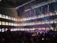 Die Salzburger Philharmoniker mit dem Chor in den Felsenfenstern im Lichtspektakel / Alle Bilder © Sascha Brenning - Hotelier.de