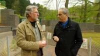 Restauranttester Christian Rach unterhält sich mit Zoodirektor Herr Dr. Fritsch (li.) über das Restaurant 'Am Zoo' in Neuenkrichen und bestaunt die über 1000 Tiere, die hier ihr zu Hause gefunden haben.  (c) RTL