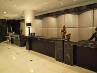 Rezeption Möbel im Waldorf Astoria Berlin; Bildquelle S. Brenning Hotelier.de