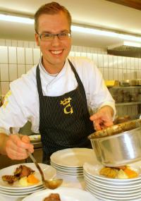 Ingo Seidensticker, Mitinitiator des Wettbewerbs sowie Juniorchef im Ringhotel Steinheim-Sandebeck schickt auch in diesem Jahr wieder einen Azubi ins Rennen um den KochTalente Pokal / Bildquelle: Ringhotel e. V.