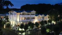 ROEWERS Privathotel in Sellin im Abendlicht