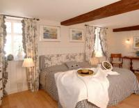 Großzügig geschnittene Zimmer, wie das hier abgebildete Friesenzimmer, laden zum Verweilen ein / Bildquelle: Alle Klocke Verlag