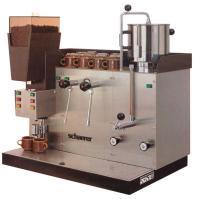 1970: Lancierung der ersten vollautomatischen Kaffeemaschine mit Dosiereinrichtung und integrierter Mühle