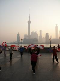 Shanghai - morgentlicher Fächertanz am Bund, Bildquelle China Tours