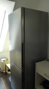 INOX Look des Siemens Kühl-Gefrier-Kombination KG36VVL30; Bildquelle Hotelier.de