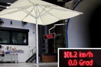 Sonnenschirm Big Ben: Dieser Sonenschirm hielt hielt 100km/h Sturm aus! Bildquelle Michael Caravita GmbH