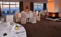 Ein Blick in das Gourmetrestaurant Ostseelounge, das auch einen schönen Ausblick auf die Ostsee hat