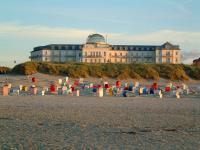 Strandhotel Kurhaus Juist vom Nordseestrand aus / Bildquelle: PR Office