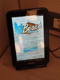 SuitePad, ein Tablet-PC für Hotelgäste, hier im Beach Motel / Beide Fotos © Sascha Brenning - Hotelier.de