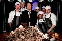 Jamie Oliver mit den Köchen / Bildquelle: Swissôtel Hotels & Resorts
