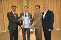 TAC Geschäftsführer Thomas Rössler (2.v.l.) nahm die Auszeichnung