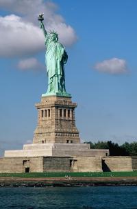 Große Freiheit: Vor allem New York mit der berühmten Freiheitsstatue sowie die USA sind bei Urlaubern, die es auf andere Kontinente zieht, besonders gefragt