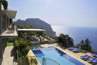 In ruhiger Hanglage, oberhalb der Bucht von Turunc, liegt das Viverde Hotel Loryma / Bildquelle: Beide TUI Deutschland