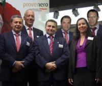 Das Team der Provenero GmbH (v.l.n.r. Antonio Vallejo del Campo, Thomas Wildöer, Thoralf Hesse, Hannes Vogel, Michaela Drempetic, Peter Tauche ) freut sich auf die Zusammenarbeit mit den Kunden der Saeco Vending & Professional Produkte im neuen Jahr