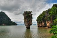 Khao Phing Kan (Thai: schiefer Felsen) ist eine Insel in der Bucht von Phang Nga im Süden Thailands, die als James-Bond-Insel bekannt wurde