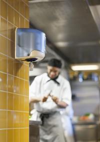 Der Tork ReflexTM Innenabrollungsspender steht für einen hohen Hygienestandard und Kosteneffizienz; Bildquelle SCA