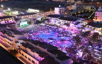 Party im Poolbereich des Luxushotels / Bildquelle: Fiesta Hotel Group