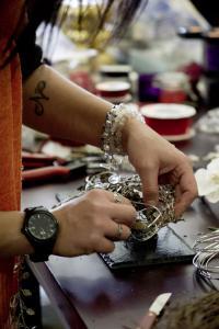 Tipps und Tricks vom Profi gab es beim exklusiven VEGA Deko-Workshop vor Weihnachten / Bildquelle: Alle VEGA