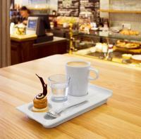 """Praktisch ist die neue Kaffee-Kollektion """"Cana"""": Ein Unterteller passt für verschiedenste Tassen und Gläser / Bildquelle: VEGA Vertrieb von Gastronomiebedarf GmbH"""