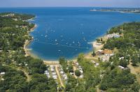 Blick auf den wunderschön gelegenen Campingplatz / Bildquelle: Valamar Hotels & Resorts