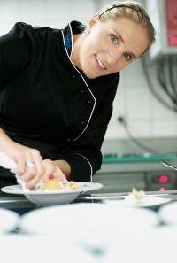 """Alexandra Lang, """"Pâtissier des Jahres 2010"""": """"Mein Ziel ist es, Gäste täglich neu zu begeistern und für lukullische Höhepunkte zu sorgen."""" / Bildquelle: VEGA Vertrieb von Gastronomiebedarf GmbH"""