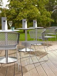 Die neue Stuhl-Serie LAIN in formal-puristischem De-sign ist leicht und luftig wie der Sommer / Bildquelle: Alle VEGA