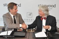 Links: Roeland Vos (President Starwood Hotels & Resorts EAME). Rechts: Dr. Klaus N. Naeve, Vorsitzender des Vorstandes der Schörghuber Unternehmensgruppe. Copyright: Starwood Hotels & Resorts, Worldwide