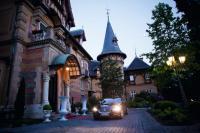 Märchenhaft: das Traumhotel Villa Rothschild Kempinski Hotelauffahrt