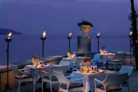 Die schöne Terrasse bei Abendlicht mit Blick auf den Gardasee