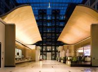 Groß, aber fein: Die Empfangshalle / Bildquelle: Voglauer The Squaire / Frankfurt Hilton Airport Hotel